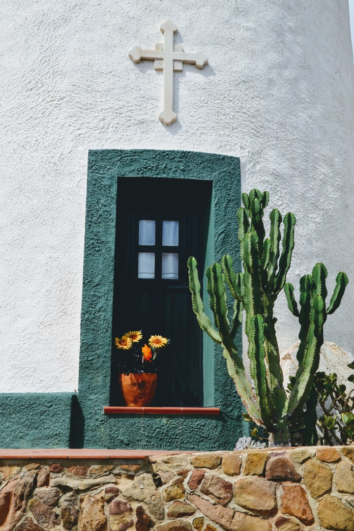 il Portogallo in treno; ostelli, case sgangherate, i colori el'Oceano